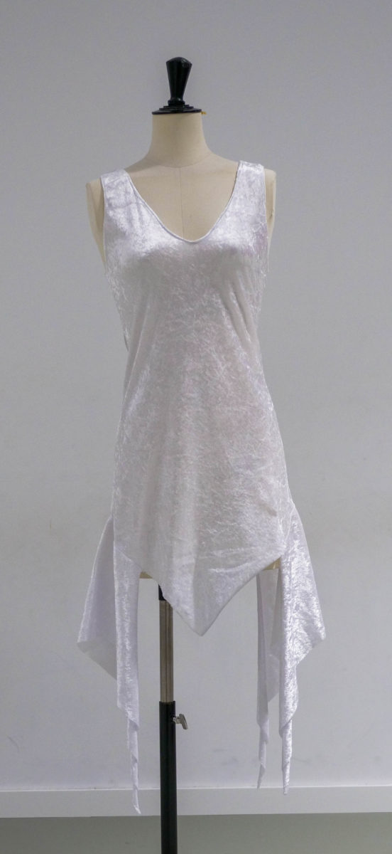 Robe blanche a pans-face