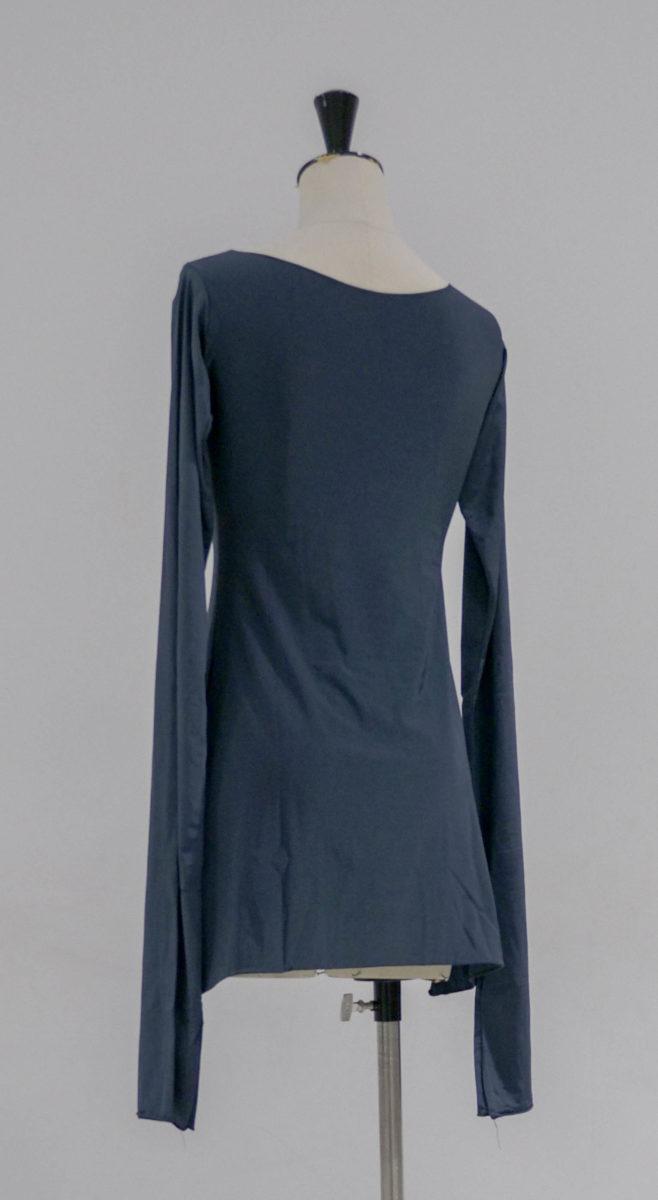 Robes grises manches très longues dos