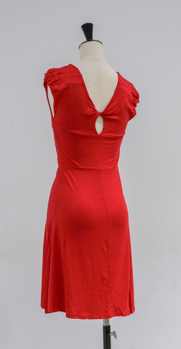 robe rouge dos