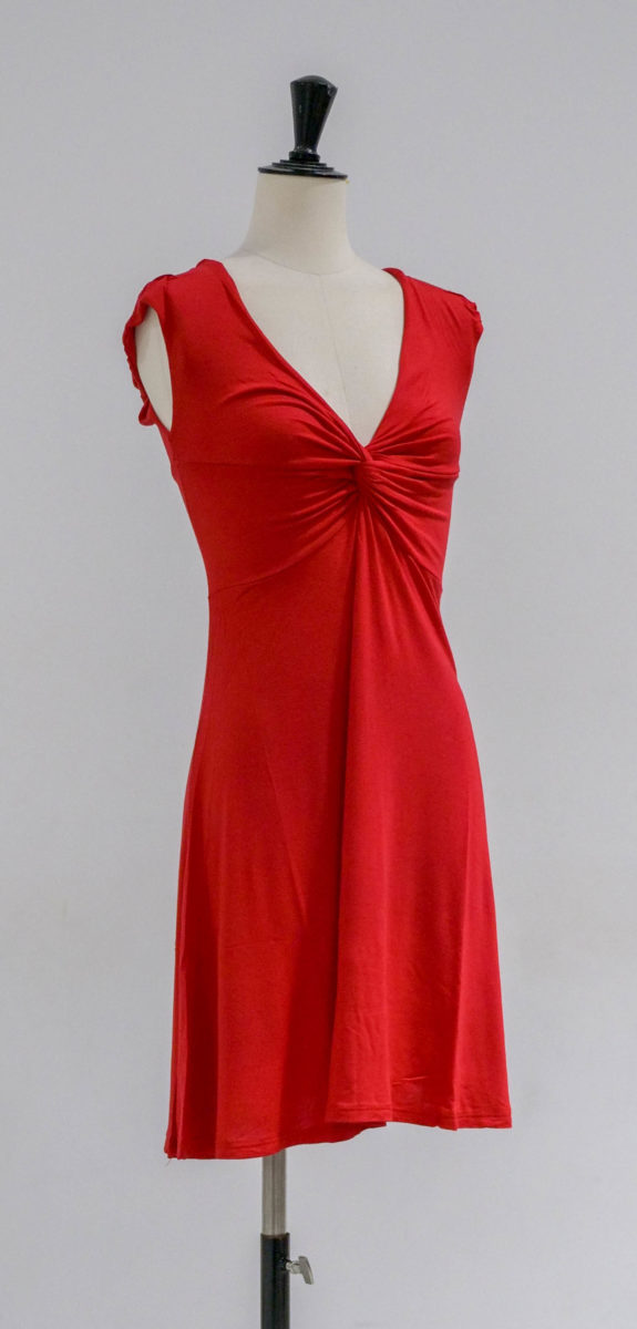 robe rouge face