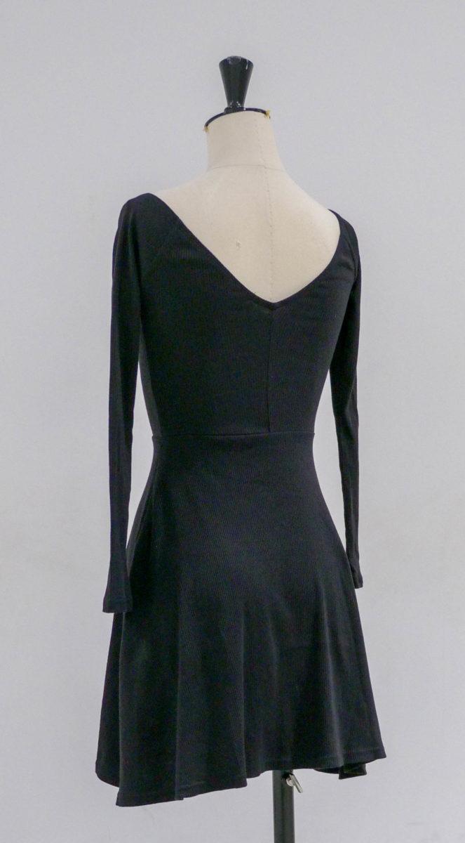 Robe noire dos
